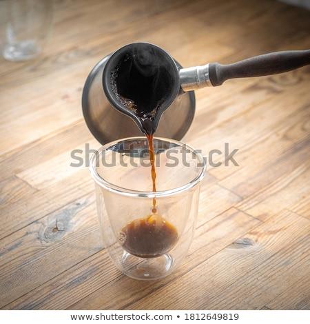 Hot zwarte koffie mooie brunette meisje tabel Stockfoto © lithian