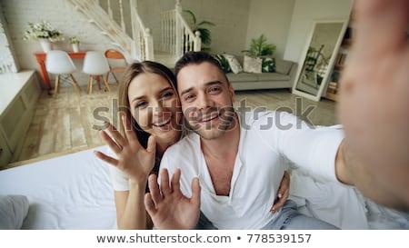 Homme vidéo chat smartphone maison technologie Photo stock © dolgachov