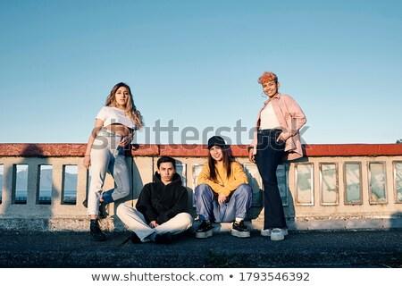 groep · jonge · pose · voetbrug · technologie - stockfoto © Paha_L