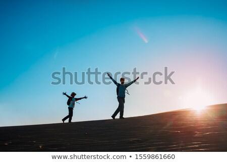 Vader zoon wandelen silhouet vader zoon wandelen Stockfoto © koqcreative