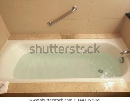 Vasca da bagno completo acqua bianco piccolo piedi Foto d'archivio © adrian_n