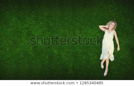 Joli brunette femme fraîches pelouse vert Photo stock © majdansky