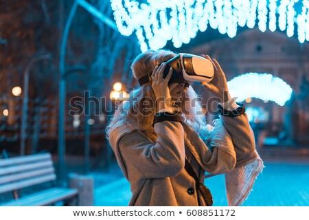 genç · kız · deneyim · kulaklık · gerçeklik · gözlük · şehir · gece - stok fotoğraf © tekso