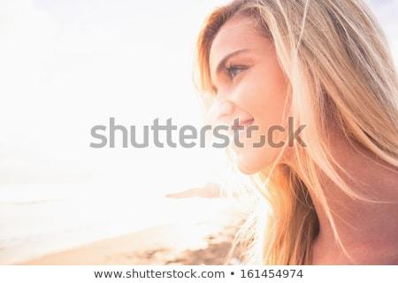 Közelkép boldog figyelmes nő tengerpart másfelé néz Stock fotó © wavebreak_media