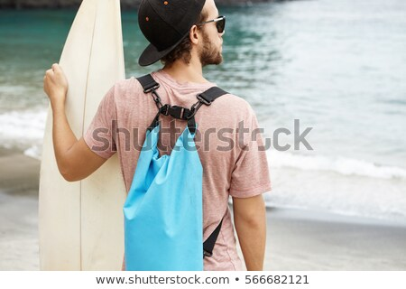 Man permanente surfen handen zee wal Stockfoto © DisobeyArt