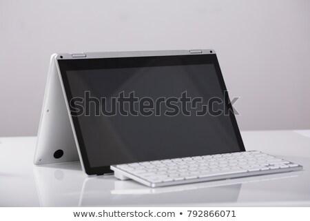 dizüstü · bilgisayar · göstermek · beyaz · ekran · yalıtılmış · Internet - stok fotoğraf © andreypopov
