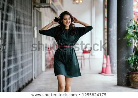 подростка девушка телефон наушники красивой длинные волосы Сток-фото © Traimak
