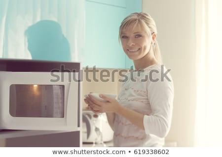 женщину микроволновая печь печи вид сбоку кухне Сток-фото © AndreyPopov