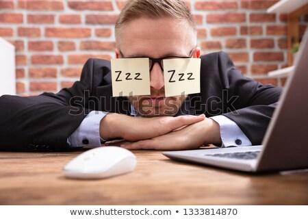 男 目 接着剤 ノート 若い男 デスク ストックフォト © AndreyPopov