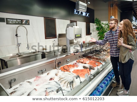 Família peixe contrariar supermercado olhando o que Foto stock © Kzenon