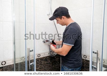 Plombier robinet douche jeunes Homme Photo stock © AndreyPopov