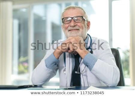 doktor · stetoskop · kol · hasta · oda - stok fotoğraf © wavebreak_media