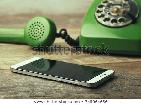 klasszikus · telefon · válasz · telefonkagyló · férfi · kéz - stock fotó © c-foto