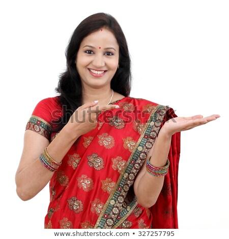 Indiai fiatal nő mutat termék nyitva kéz Stock fotó © bmonteny