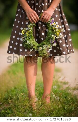 Nő szőlőszüret vad virágok legelő tavasz virágok Stock fotó © courtyardpix