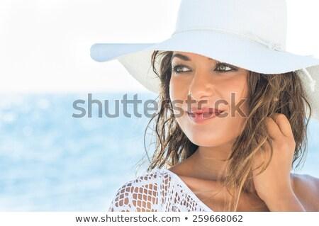 Primo piano ritratto giovani bruna donna spiaggia tropicale Foto d'archivio © konradbak