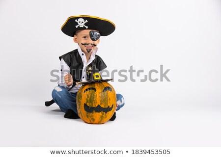 Bom menino posando pirata traje pistola Foto stock © acidgrey
