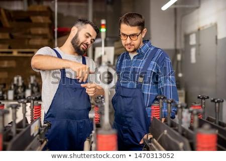 Fiatal mérnök magyaráz gyakornok technikai felszerlés Stock fotó © pressmaster