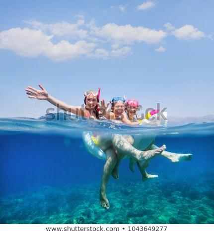 Dzieci pływać morza nadmuchiwane materac zabawy Zdjęcia stock © galitskaya