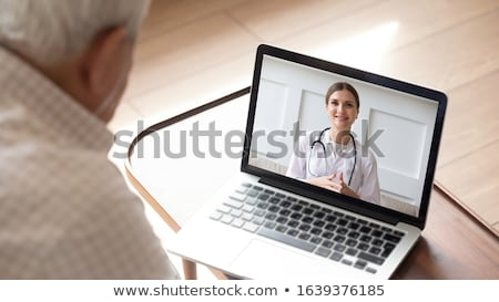 Stockfoto: Senior · vrouw · patiënt · video · oproep · arts