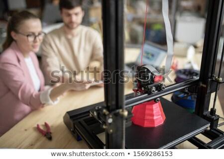 Jonge manager presentatie nieuwe model Stockfoto © pressmaster