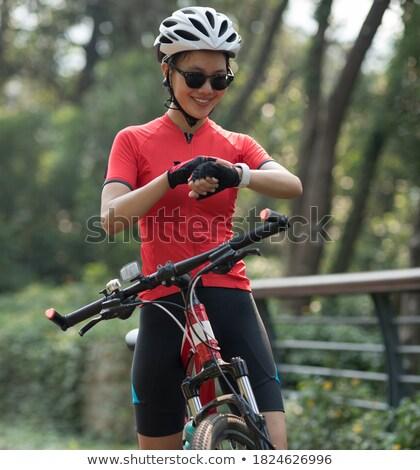 Radfahrer schauen Reiten Fahrrad Straße Stock foto © Maridav
