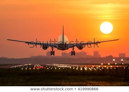 Foto stock: Aterrissagem · avião · avião · nublado · céu · silhueta