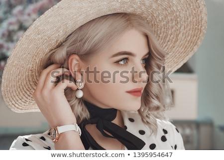 Blond meisje parels portret jonge mooie Stockfoto © zastavkin