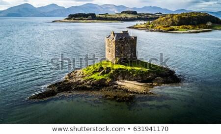 Kasteel Schotland ruines water bergen heuvels Stockfoto © jeffbanke