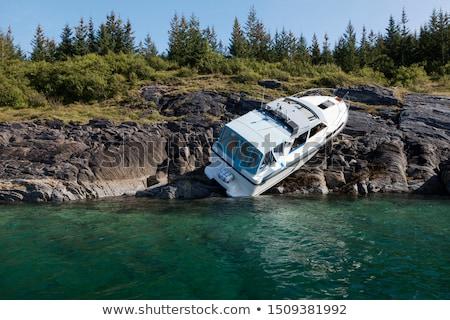 Boot crash motorboot strand zomer oceaan Stockfoto © Lizard