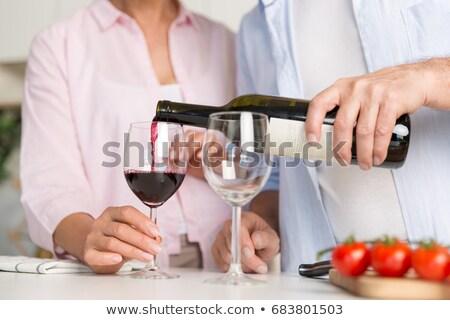 olgun · seven · çift · aile · dizüstü · bilgisayar · kullanıyorsanız · pişirme - stok fotoğraf © deandrobot