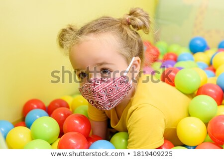 Tre ragazze uno indossare maschera bambino Foto d'archivio © IS2