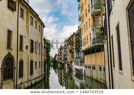 Canal residencial casas centro edad ciudad Foto stock © OleksandrO