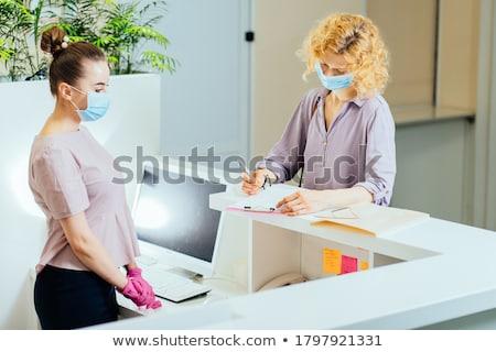 Női recepciós orvos telefon dolgozik portré Stock fotó © IS2