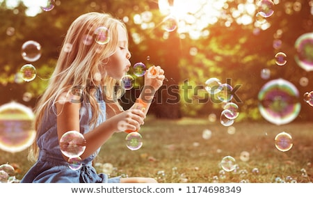 Kislány buborékfújás égbolt lány gyermek jókedv Stock fotó © IS2