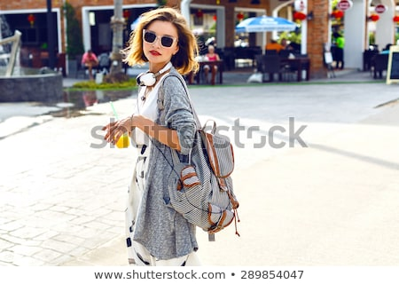 portret · glimlachend · toevallig · meisje · student · rugzak - stockfoto © deandrobot