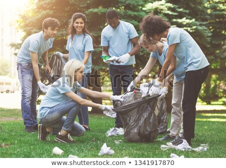 Voluntários lixo sacos ao ar livre voluntariado caridade Foto stock © dolgachov