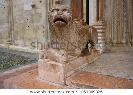 Sculptuur leeuw bidden Italië gebouw Stockfoto © boggy
