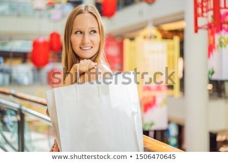 Nő tart bevásárlószatyor kínai piros lámpások Stock fotó © galitskaya