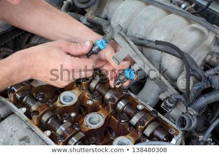 autóipari · szerelő · tart · gyújtás · autó · gázolaj - stock fotó © simazoran