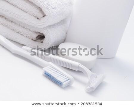 Uomo schiuma faccia asciugamano persone sorridere Foto d'archivio © dolgachov