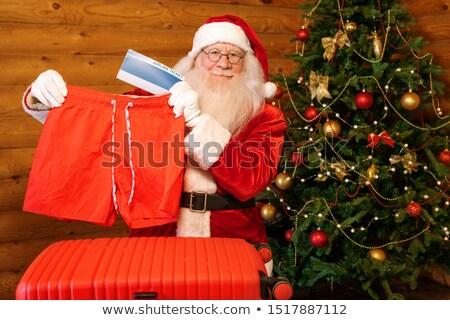 Gelukkig tonen een christmas geschenken Stockfoto © pressmaster