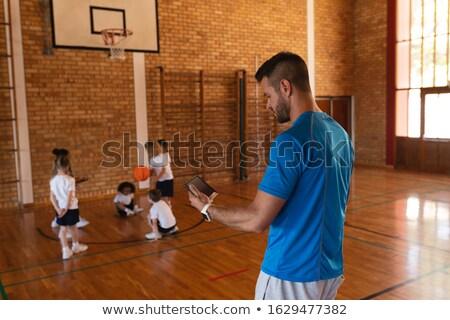 Widok z boku koszykówki trenerem cyfrowe tabletka boisko do koszykówki Zdjęcia stock © wavebreak_media
