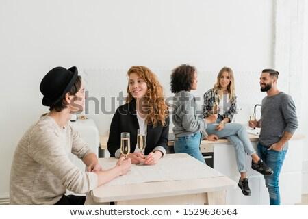 Bella ragazza guardando fidanzato conversazione tavola Foto d'archivio © pressmaster