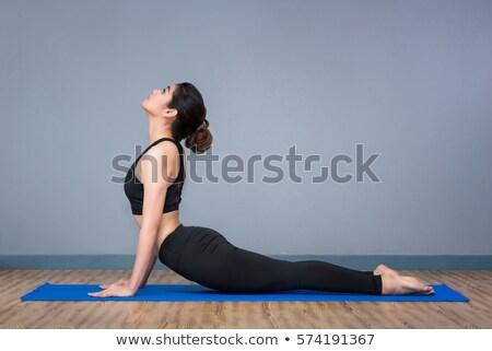 Expert jonge vrouw yoga oefening sport Stockfoto © nyul