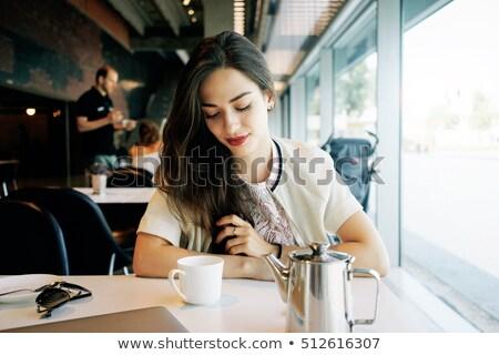 Morena mulher sessão café primavera moda Foto stock © peterveiler