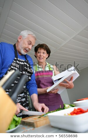Yaşlı çift yemek yardım yemek kitabı kadın Stok fotoğraf © photography33