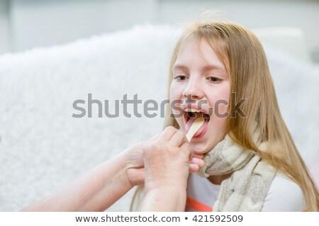 Dziecko lekarz gardło kobieta medycznych zdrowia Zdjęcia stock © dacasdo
