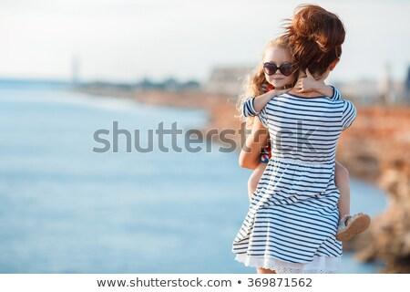 小さな · 母親 · 娘 · ビーチ - ストックフォト © travnikovstudio