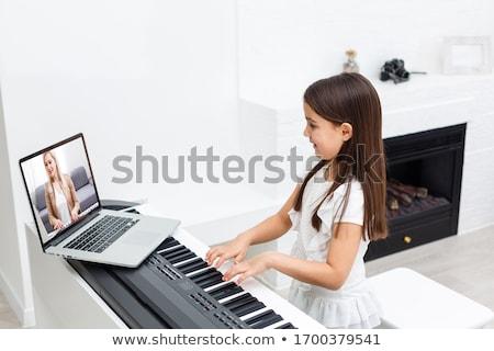 Piyano genç kız oynama kâğıt kız kadın Stok fotoğraf © BVDC